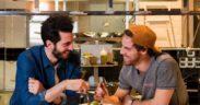 I due fondatori di Miscusi in cucina nel loro ristorante.