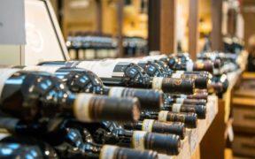bottiglie di vino rosso coricate