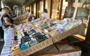 bancarelle Biraghi in piazza san Carlo a Torino
